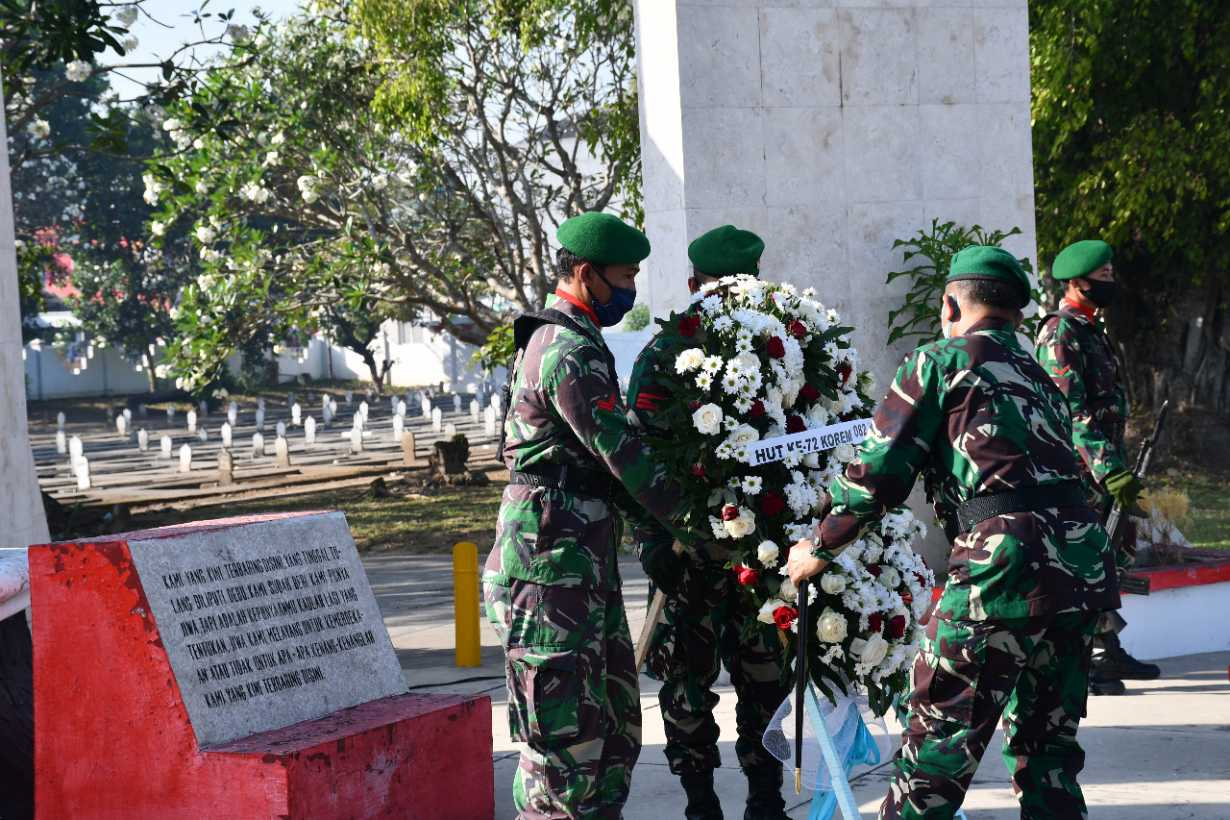 Ziarah Di Makam Pahlawan Warnai Hut Korem 082 Cpyj Ke 72 Liputan Co Id