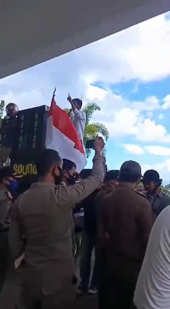 Video Nur Aksa Dinilai Tak Bermoral, Mahasiswa Seruduk Kantor PDIP Baubau Minta Diganti